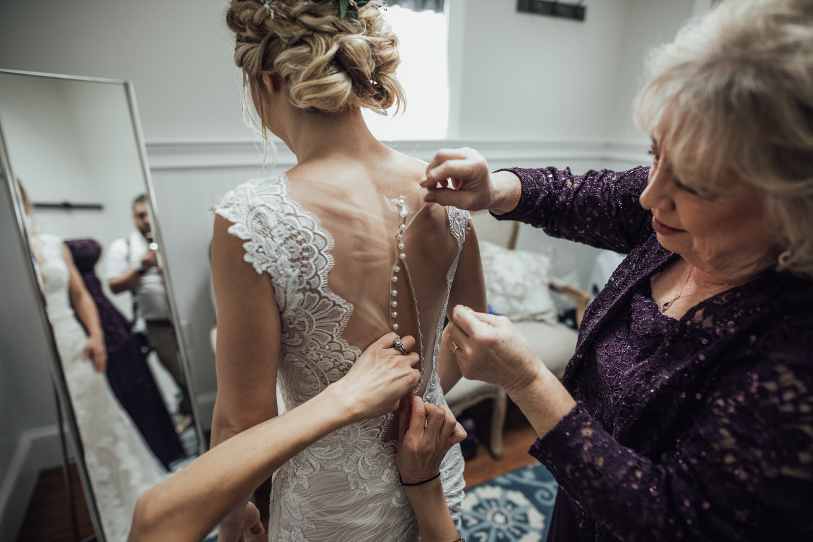 bride prep durham hill farm barn wedding